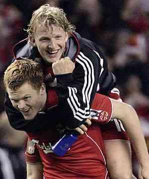 Riise y Kuyt tras el partido