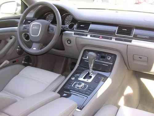 Audi S8 diseño del interior