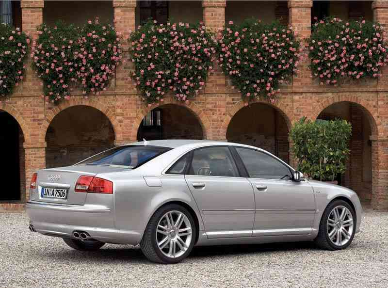 Audi S8 parte lateral