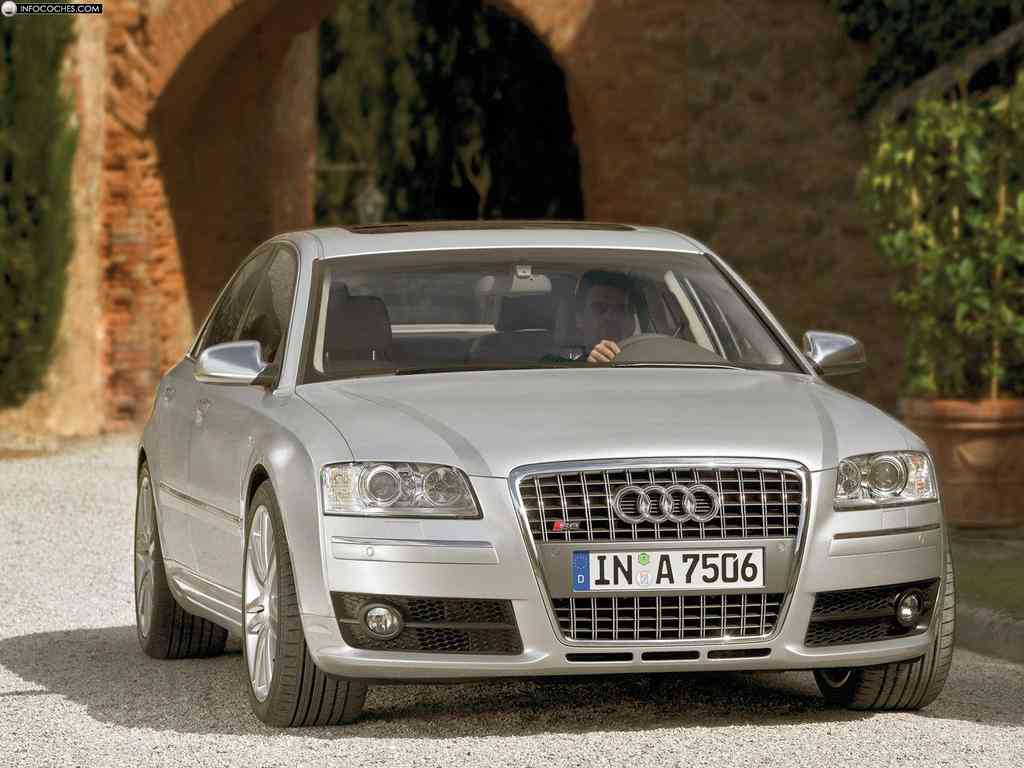 Audi S8 en carretera