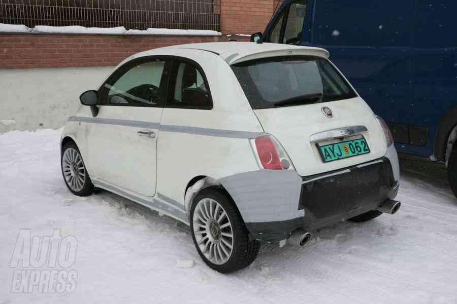 Foto lateral-trasera del Fiat 500 Abarth SS