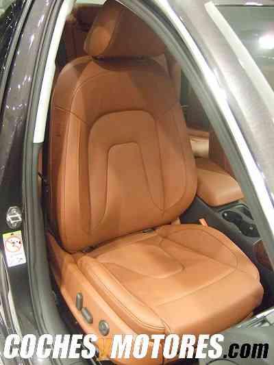 Asiento del copiloto, tapizado en un bonito cuero color marrón