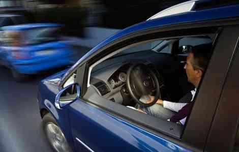 """Captura del momento en el que la Volkswagen Touran aparca """"sola""""."""