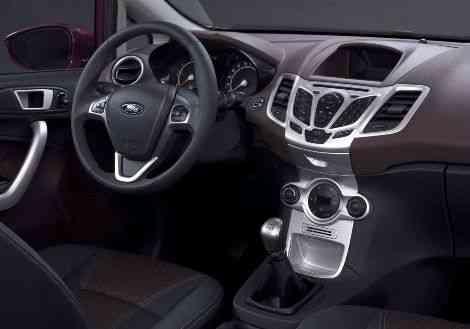El interior de la versión de producción del Ford Verve, con una bitonalidad violeta y gris