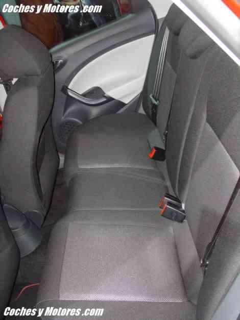 Los asientos traseros son cómodos pero no muy espaciosos