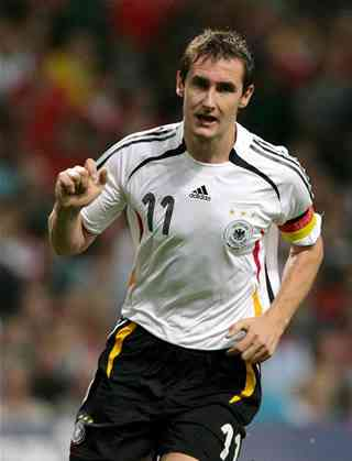 Klose marca en las semifinales