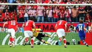 Austria también pierde en su debut