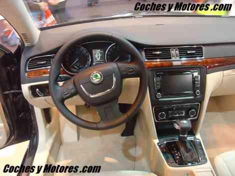 El interior del Skoda Superb, con rasgos VW