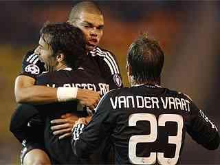 van nistelrooy celebra gol al zenit