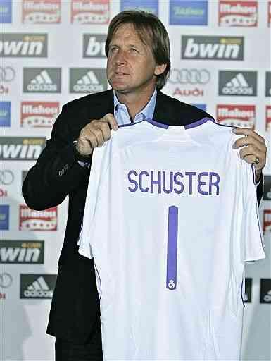 Schuster tiene la soga al cuello