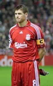 Steven Gerrard, capitán del Liverpool