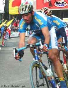 Daniele Nardello cuelga la bicicleta