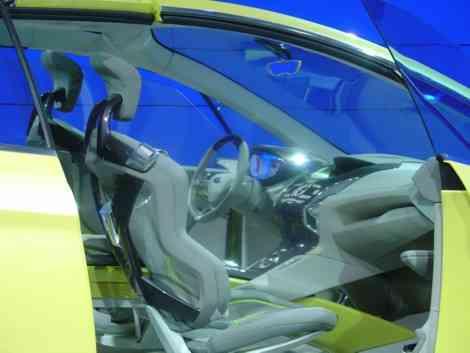 El interior del Ford Iosis Max tiene un aspecto muy futurista
