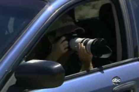 Brenda Priddy capturando imágenes desde su coche