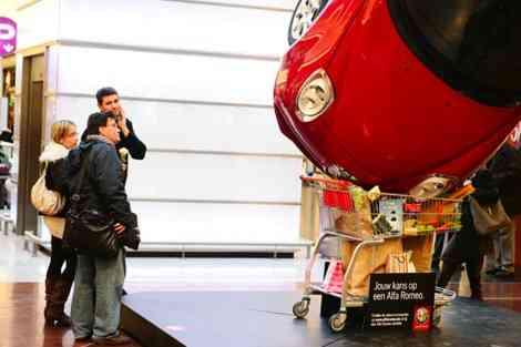 La publicidad de Alfa Romeo durante el Salón de Bruselas 17