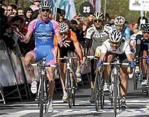 Óscar Freire se coloca el maillot de líder y Gavazzi gana la etapa 3