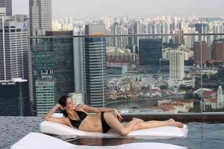 Piscina colgante en Singapur 3