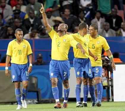 Maicon marca con Brasil ante Corea del Norte
