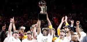 Los Lakers consiguen el anillo 3