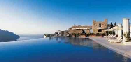 La impresionante piscina del hotel Caruso 3
