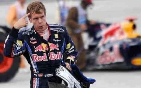 Red Bull le echa la culpa a Mark Webber... y rectifican 3