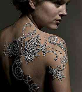 El tatuaje más caro del mundo es de diamantes 3