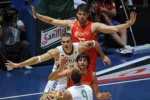 España gana a Lituania, pero Fran Vázquez se lesiona 3