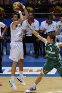 España derrota a una Eslovenía picada 3
