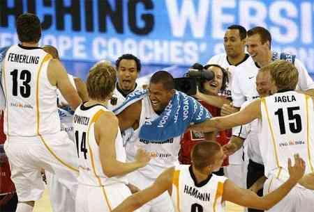 La selección alemana de baloncesto empezó su preparación para el mundial con una victoria frente a Bélgica