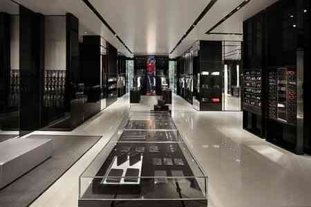 Impresionante boutique de Armani en Vietnam 7
