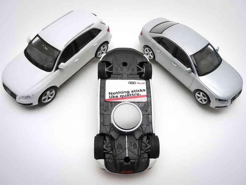 Nada se pega como Quattro, campaña de publicidad con miniaturas 9
