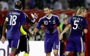 Benzema da la victoria a Francia