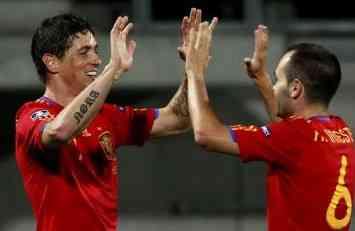 Torres e Iniesta celebran gol