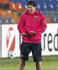 el barcelona disputa su partido frente al rubin kazan