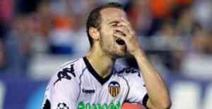 Chicharito la arma en Valencia