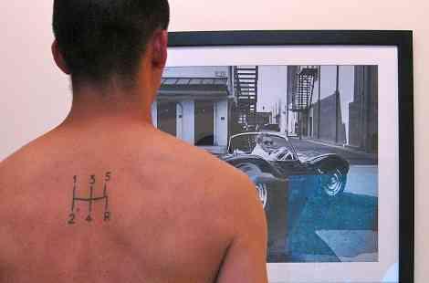Para la posteridad: cambio manual tatuado en la espalda 5