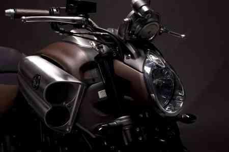 Hermès viste una Yamaha 3