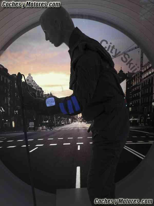El traje que te transporta: diseños del IED para BMW 21