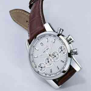 Chrono 4 de Eberhard & Co., un reloj de titanio de lujo 3