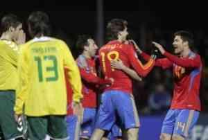 España gana con mucho oficio