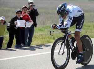 Alberto Contador gana la crono y Xavi Tondo la general