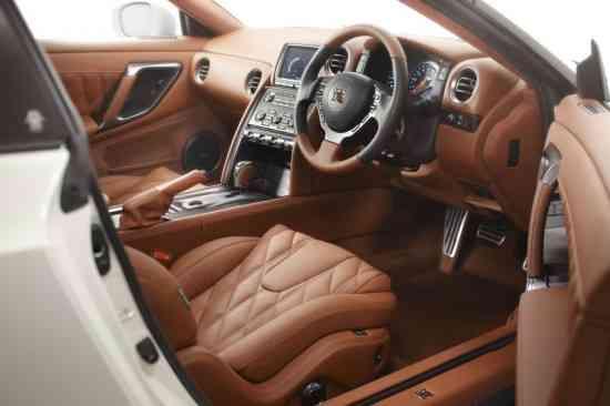 Nissan Egoist: El lujo dentro de un deportivo 5