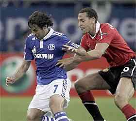Chicharito y el Manchester han sido mucho para el Schalke 3