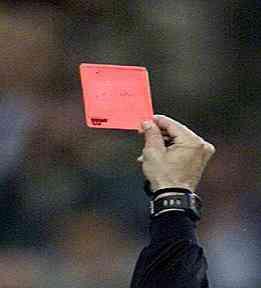 El árbitro se equivocó, con el listón de las tarjetas