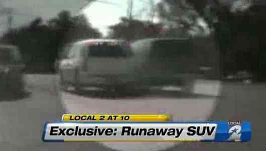 Un policía salva con su coche un SUV que no podía parar