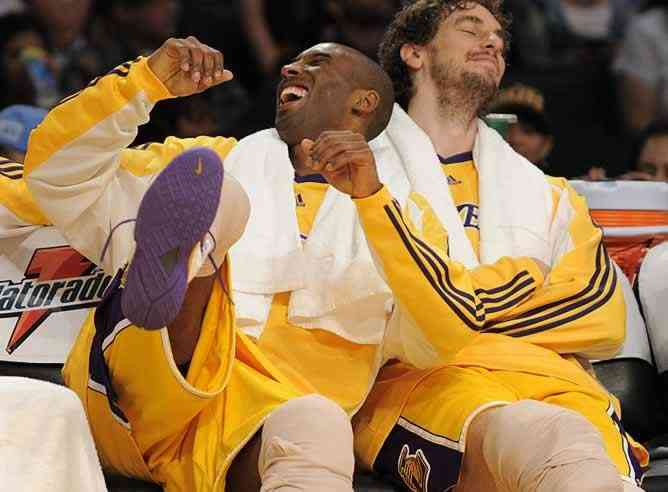 Los Lakers machacan al Charlotte 3