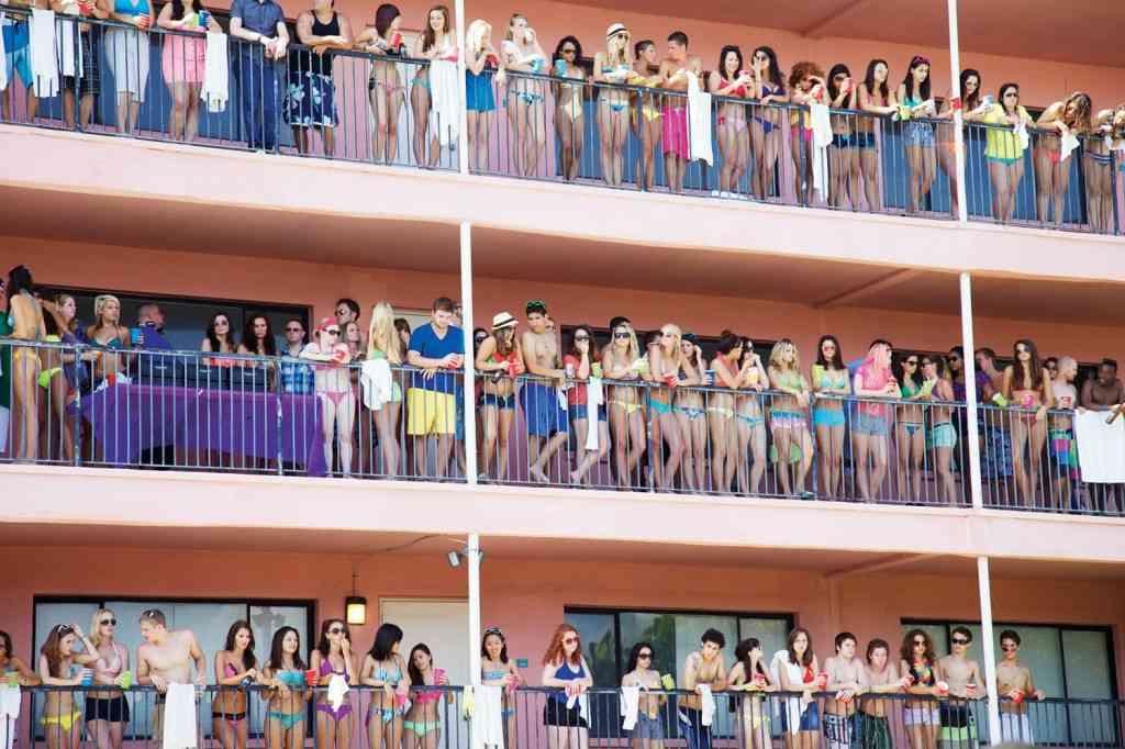 Recopilación de imágenes de 'Spring Breakers': universitarias borrachas y James Franco 18