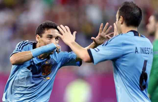 España gana su grupo y clasifica a Italia en la Euro