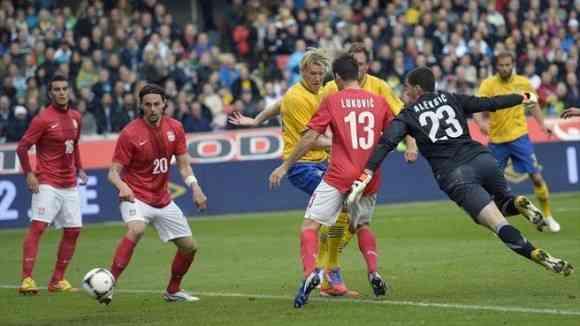 suecia sufre para derrotar a serbia