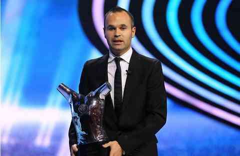 Iniesta se lleva el premio al mejor jugador de la UEFA